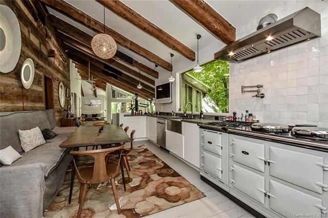 3301 Grey Road kitchen