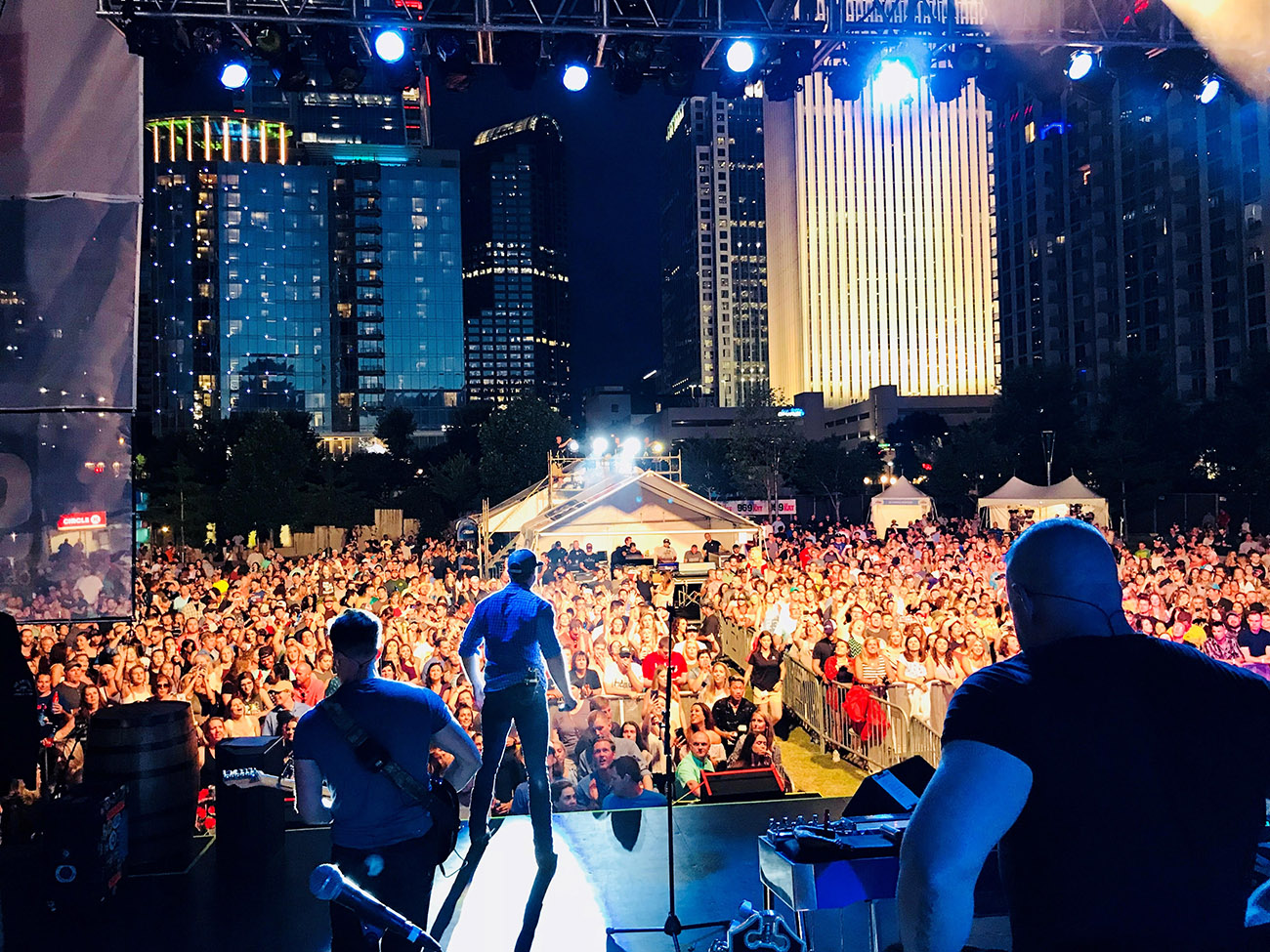 300,000 people expected to attend Circle K Speed Street with three days of concerts, NASCAR autographs and free family activities