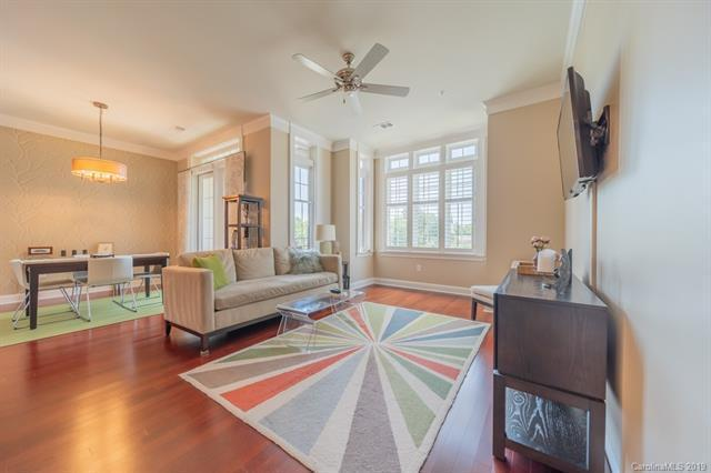 2810 Selwyn Ave #312 living room