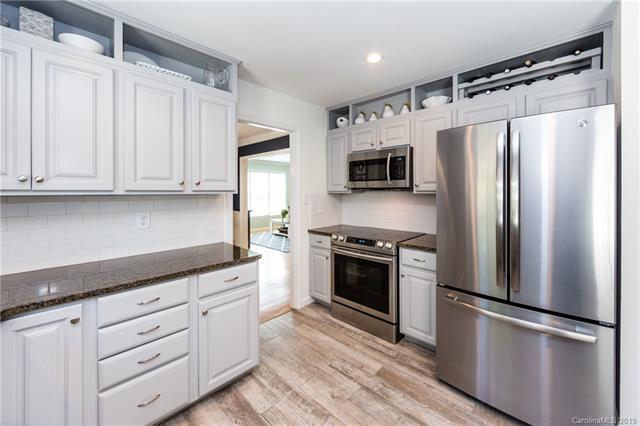 6542 Brynwood Drive kitchen