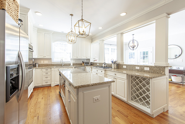 2604-Bay-St.-kitchen
