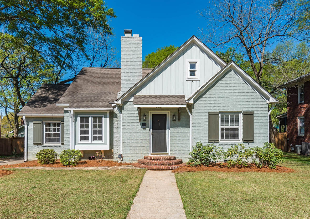 7 cool houses for sale in Plaza Midwood, right now