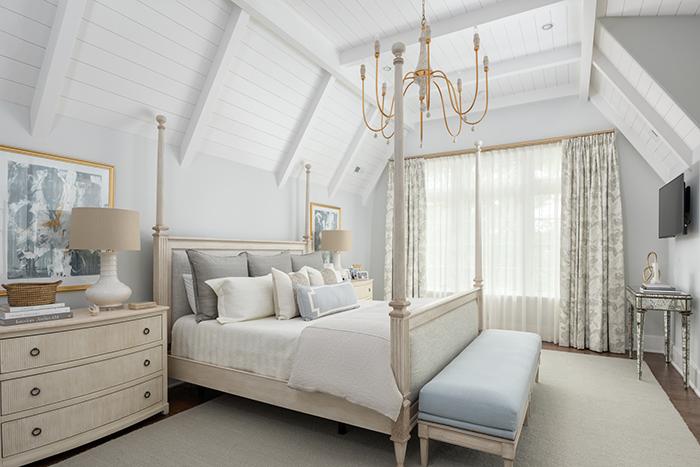 Hillside house master bed