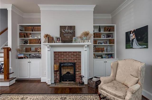 1915 Lyndhurst Ave fireplace
