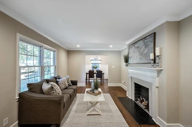 5109 Wedgewood Drive living + dining room