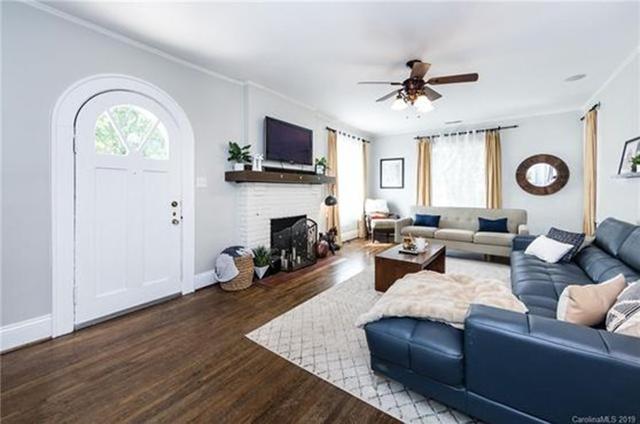 700 Oakland Ave living room