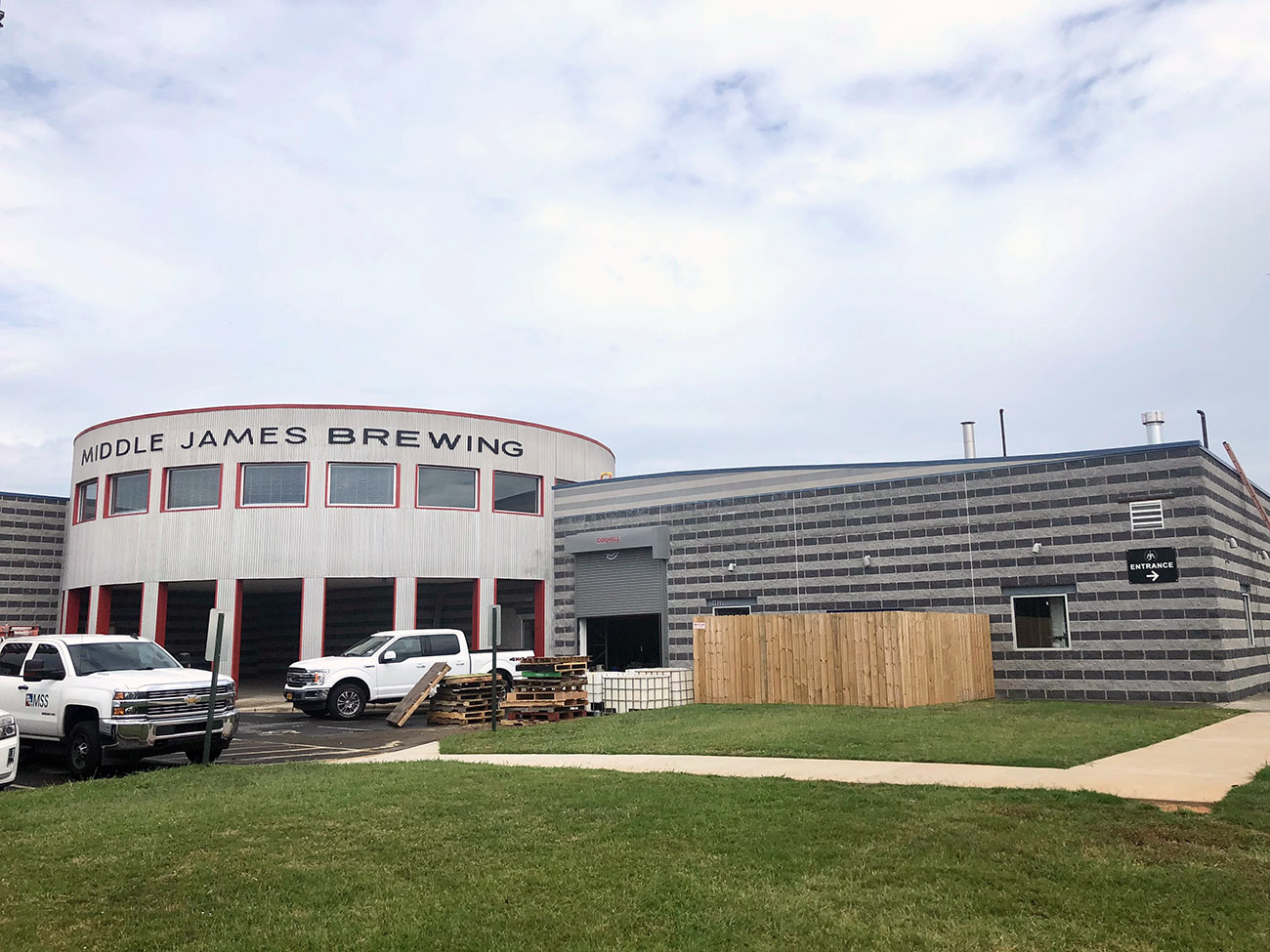 Go inside: Middle James Brewing now open in building that used to be a golf clubhouse