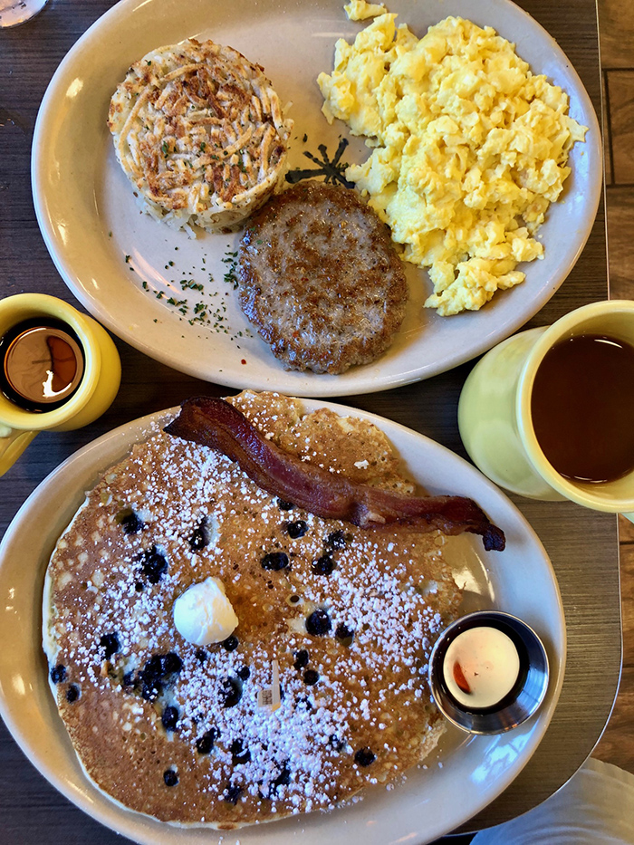 pancakes breakfast at snooze in plaza midwood
