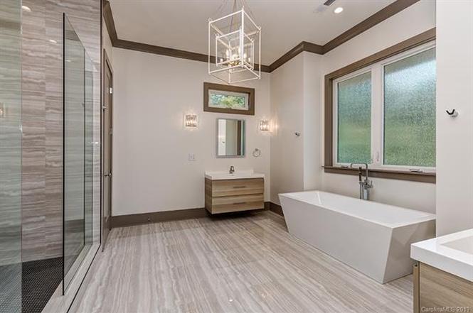 1007 Matheson Ave bathroom