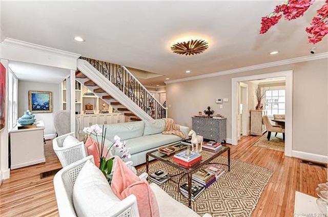 1610 Thomas Ave living room