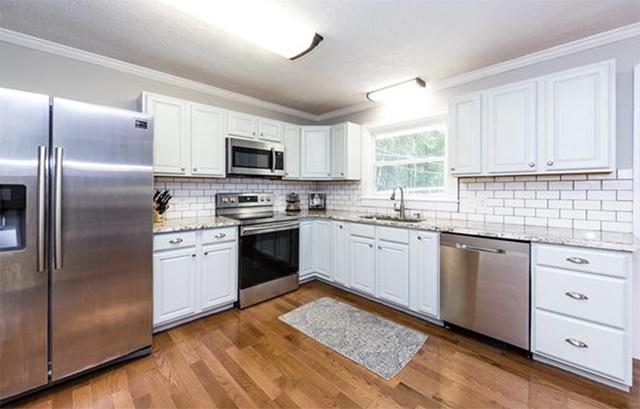 24 Seneca Place kitchen