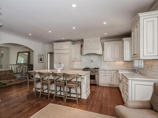 6738 N Baltusrol Lane kitchen