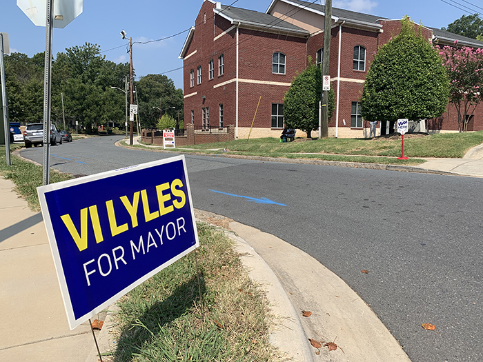 2019-09-10 Vi Lyles for mayor sign
