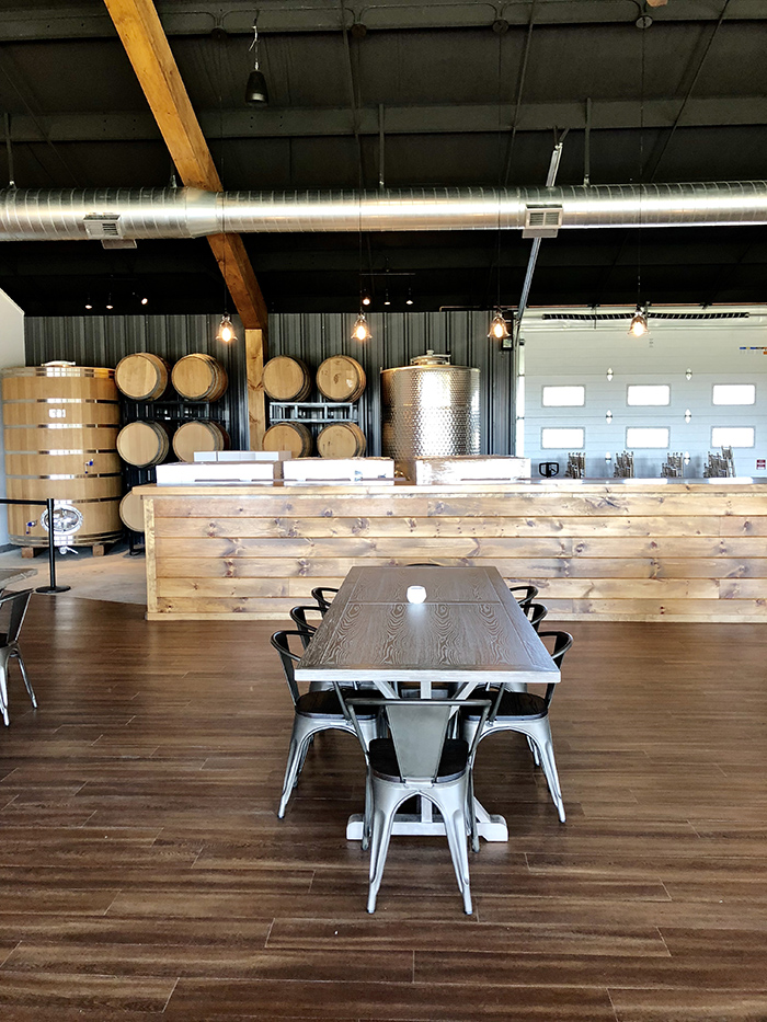 Veronet Vineyards and Winery secondary bar