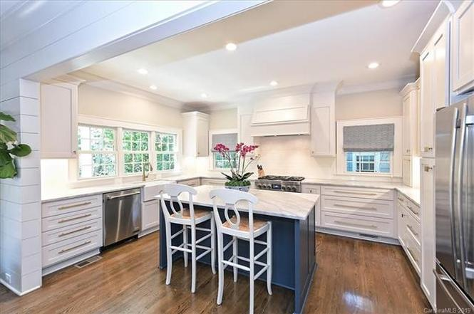 2200 Hassell Place kitchen