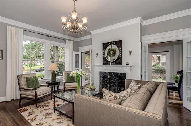 2312 Wellesley Ave living room