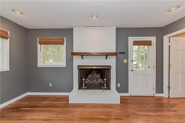 808 Lynbrook Drive living room