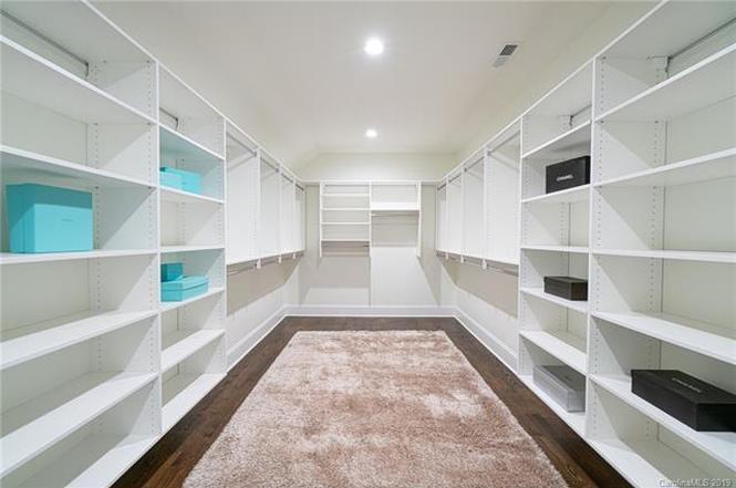 2639 Idlewood Circle closet