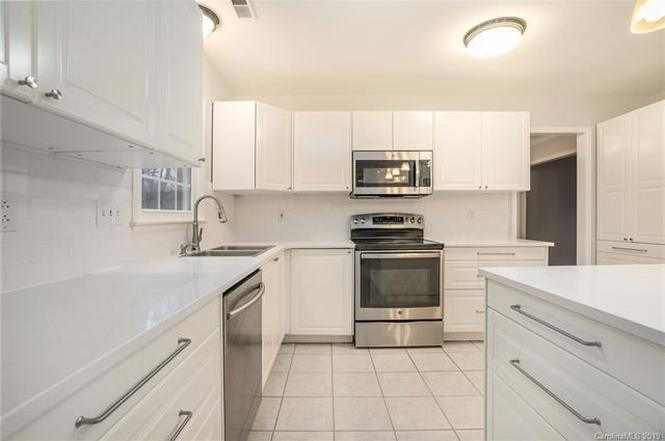 10727 Colony Woods Drive kitchen