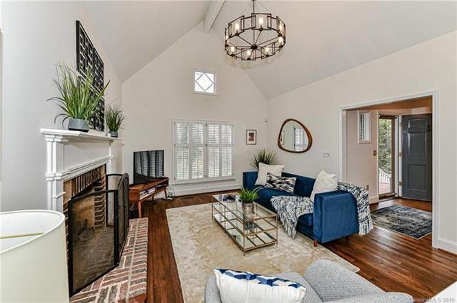 1709 Tippah Ave living room