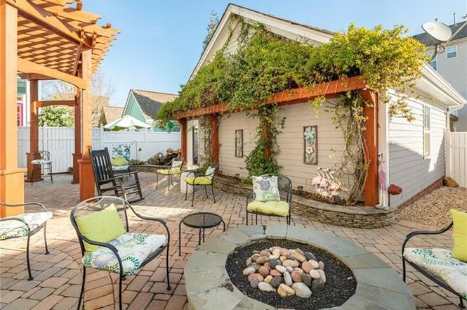 12613 Doster Ave patio