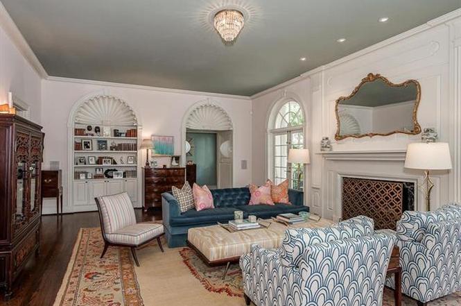 2322 Hopedale Ave living room