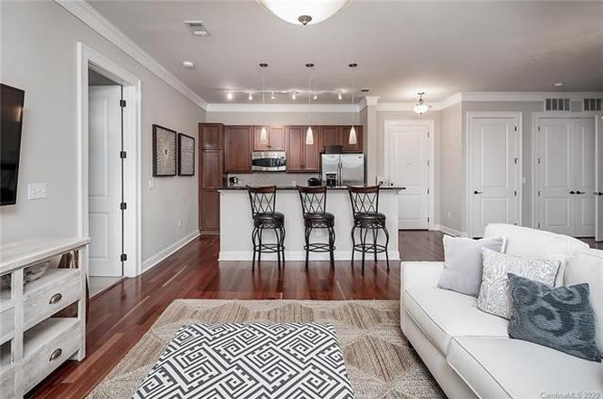 2810 Selwyn Ave #313 interior