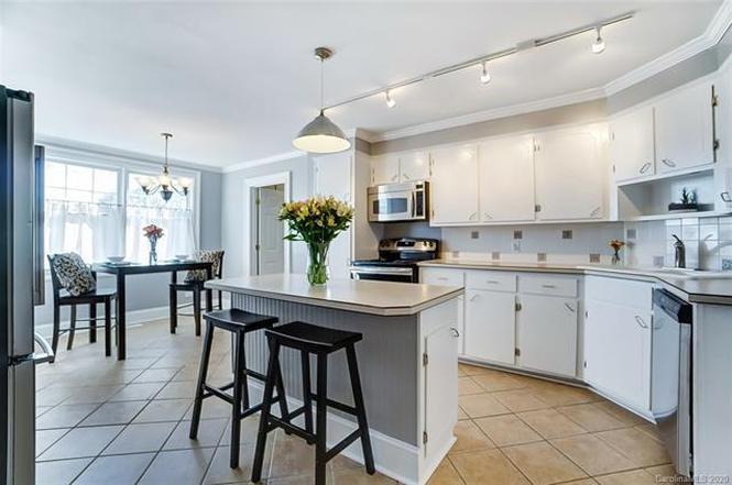 4131 Gibbon Road kitchen