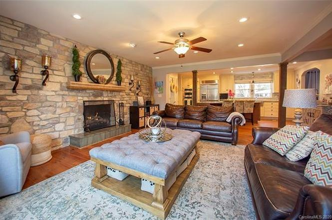 4321 Deepwood Drive interior