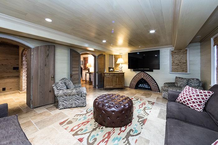 2208 Sherwood Avenue cellar