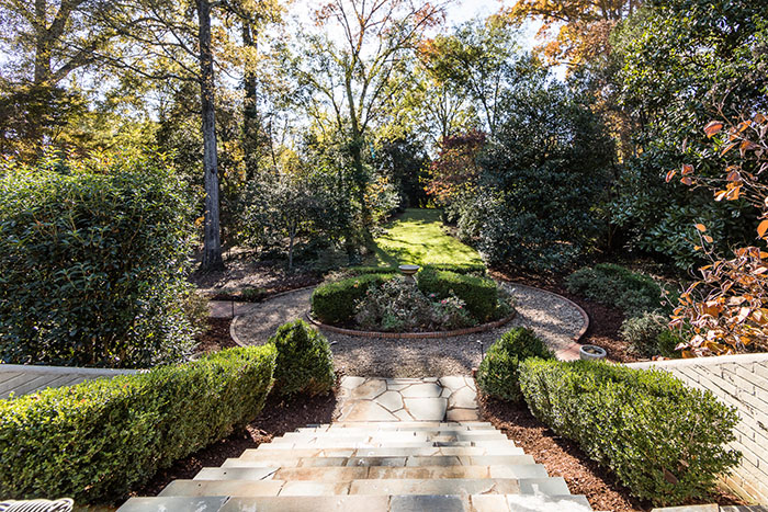 2208 Sherwood Avenue landscaping