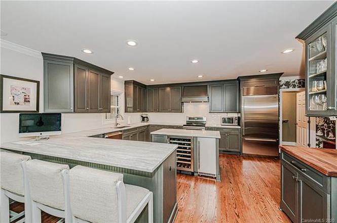 2639 Rothwood Drive kitchen
