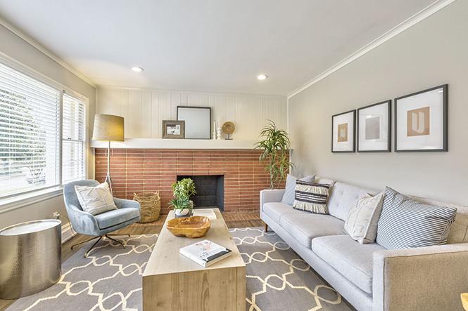 3959 sheffield drive living room