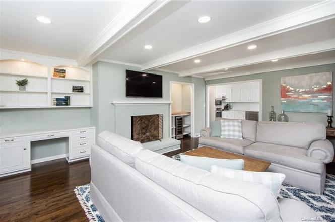 533 King Edward Road living room