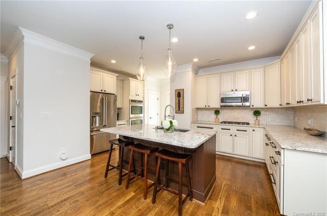 132 Scofield Rd kitchen