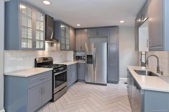 1700 Logie Ave kitchen