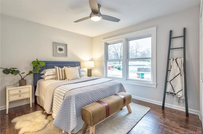 1712 Herrin Ave bedroom