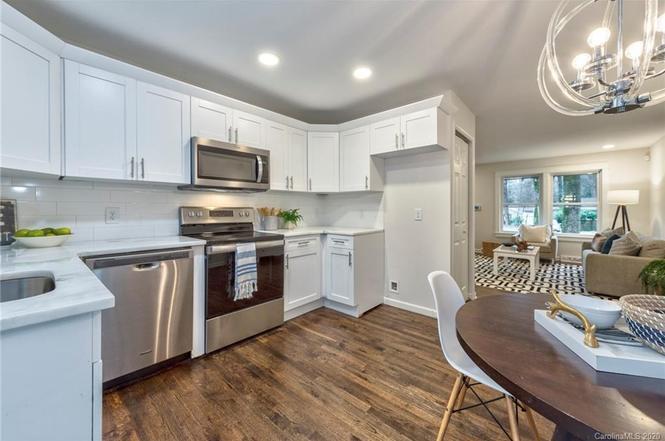 1712 Herrin Ave kitchen