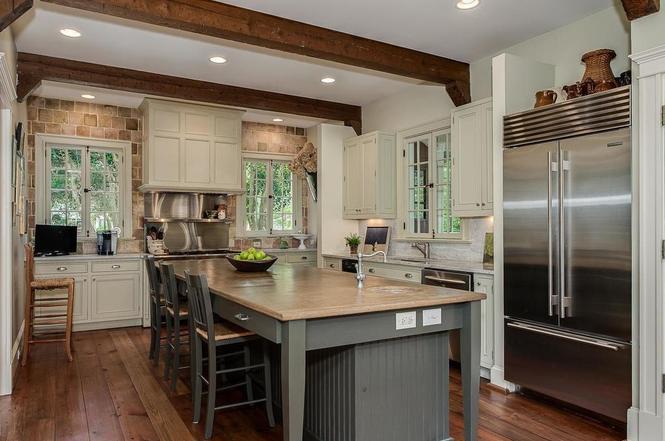 1721 Queens Rd kitchen