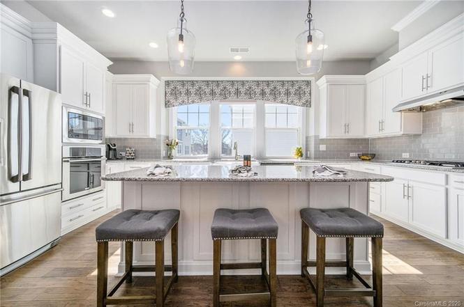 238 Iverson Way kitchen