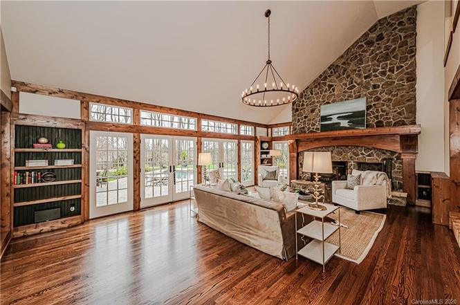 2408 Cross Country Rd living room