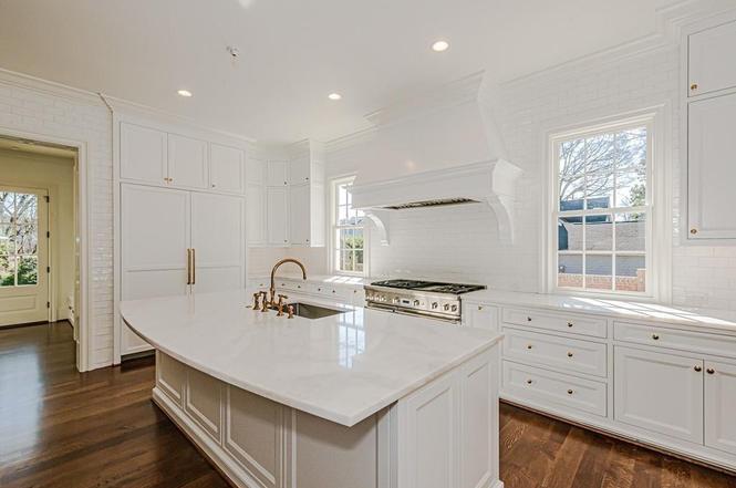 2423 Vernon Drive kitchen