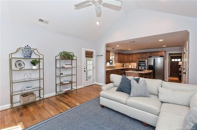 3001 manor road living room