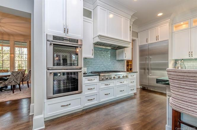 6237 Sharon Acres Rd kitchen