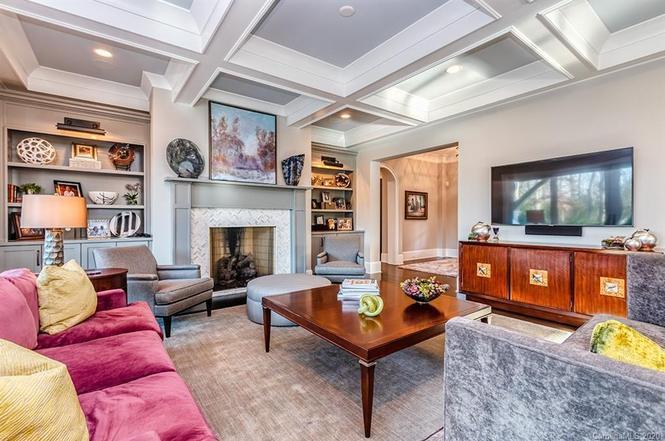 6237 Sharon Acres Rd living room