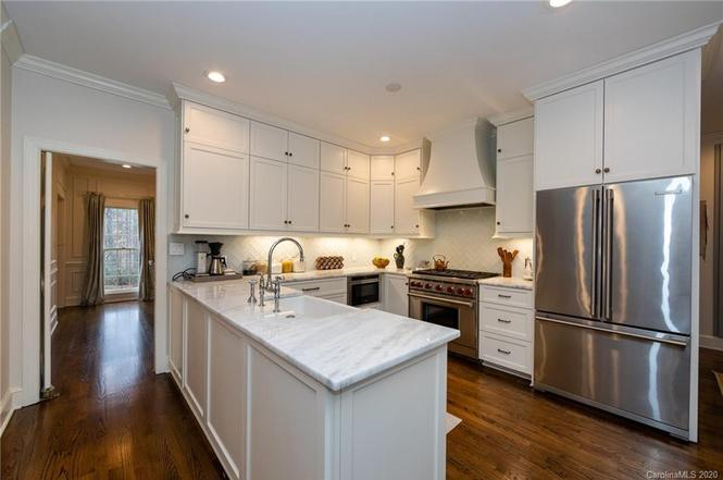 6539 Chestnut Grove Lane kitchen