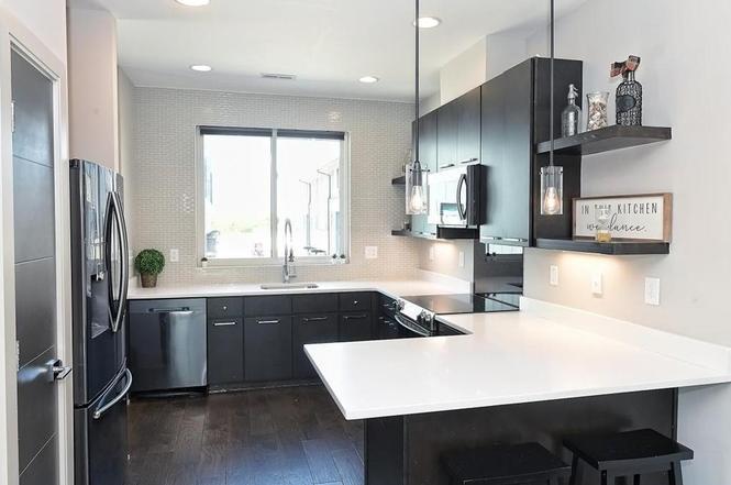 2422 Dunavant St kitchen