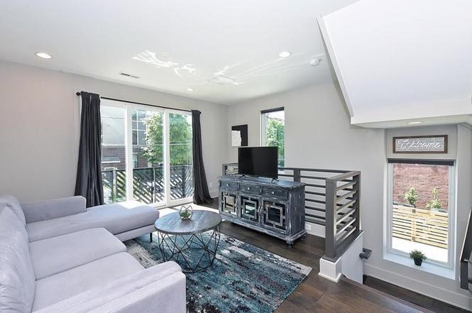 2422 Dunavant St living room