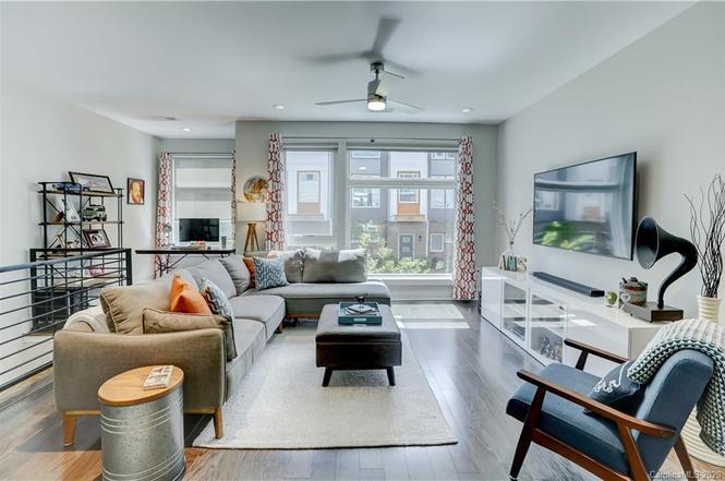 2442 Brelade Pl living room
