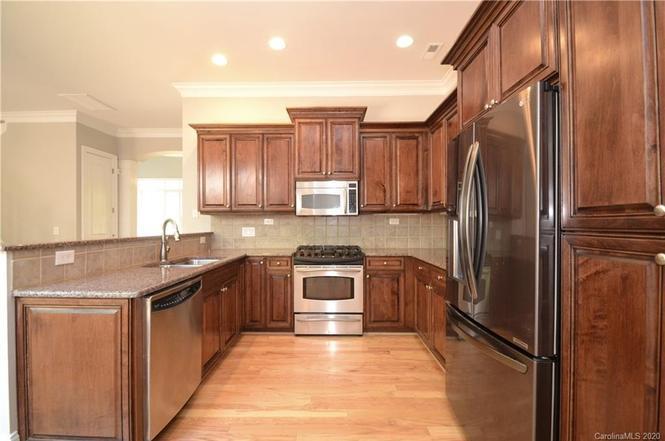 3643 Winslow Green Drive kitchen
